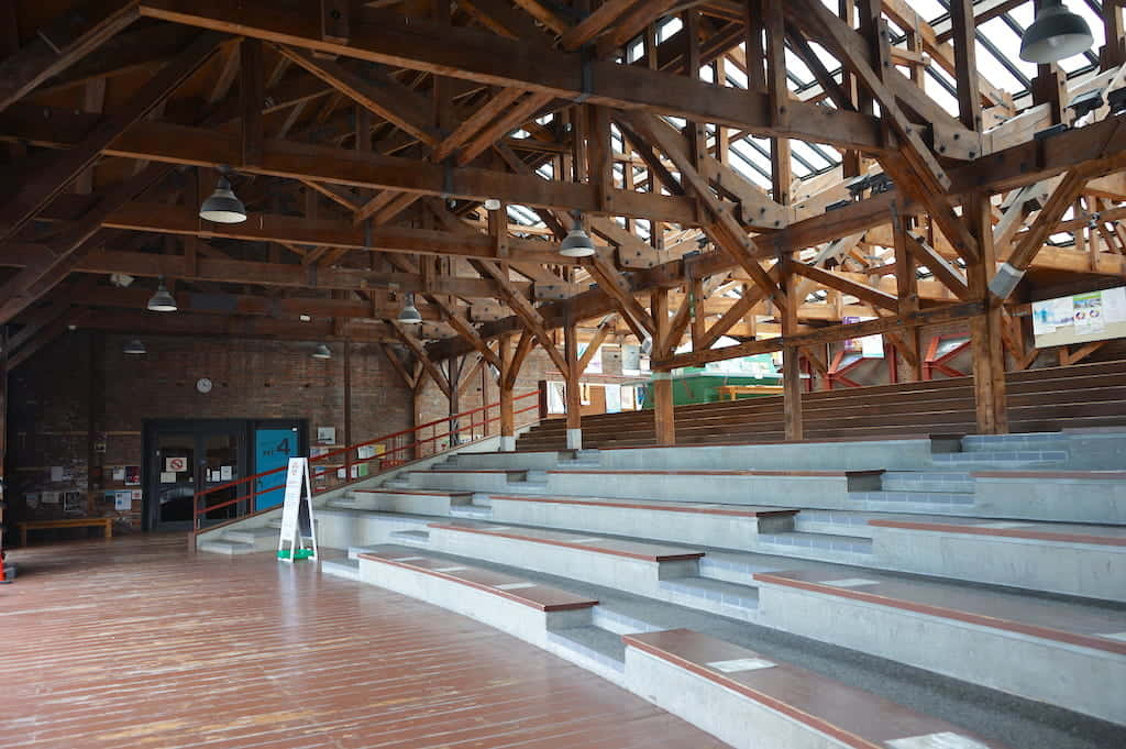 100年以上前から変わらない高い天井や木組み