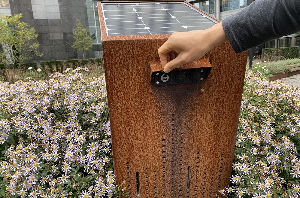 充電もできるアップサイクルベンチ