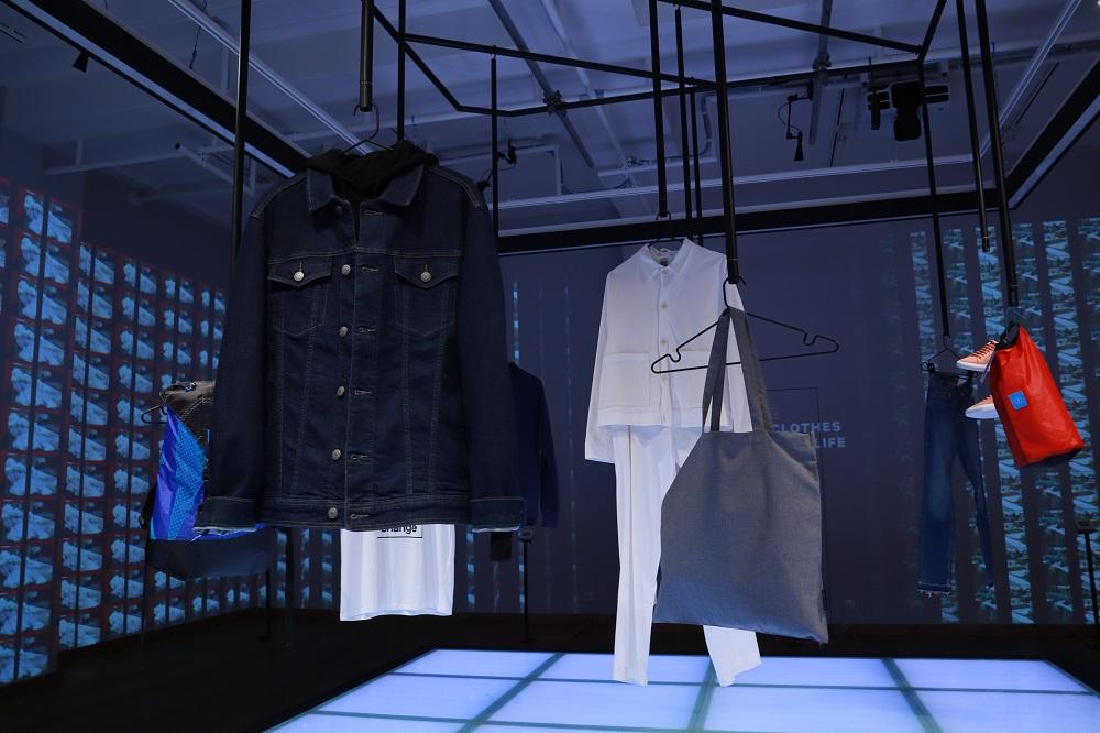 サステナブルファッションの展示フロア