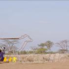 学校で携帯をチャージできる「牛」が登場。太陽光でタンザニアの子供に教育機会を提供へ