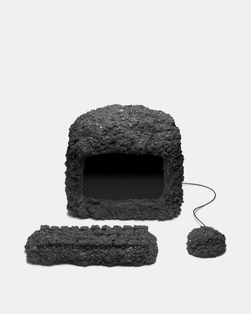 岩でできたパソコン