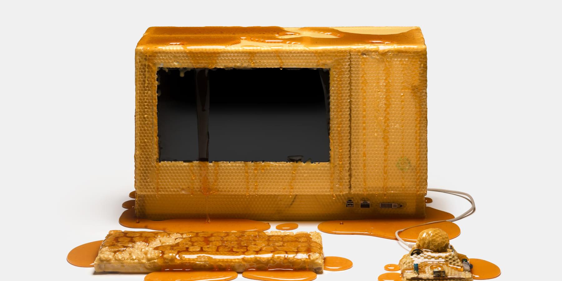 物質社会の未来を問いかける、パソコンを使ったアート作品