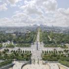 道の主役を車から人へ。パリ・シャンゼリゼ通りが2030年までに緑溢れる庭園に