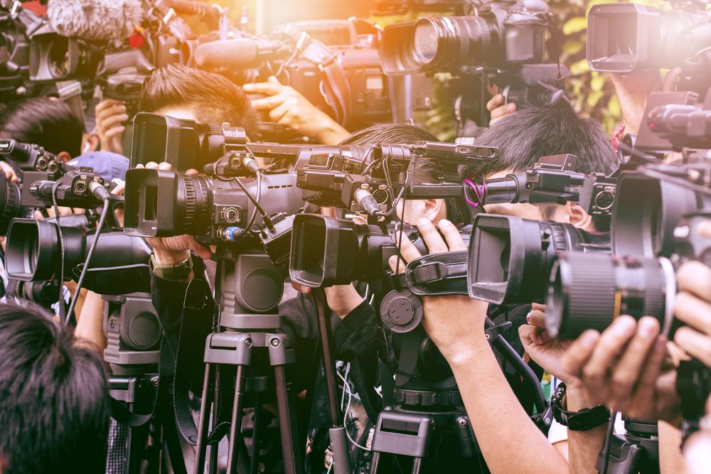 放送イベントでの報道や報道に関する多くの報道記者