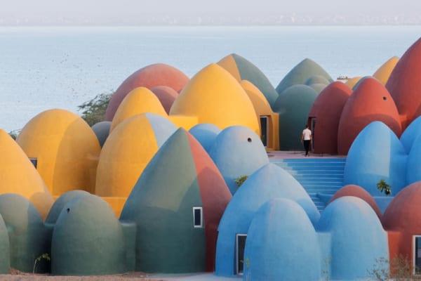 ドーム型のカラフルな住宅