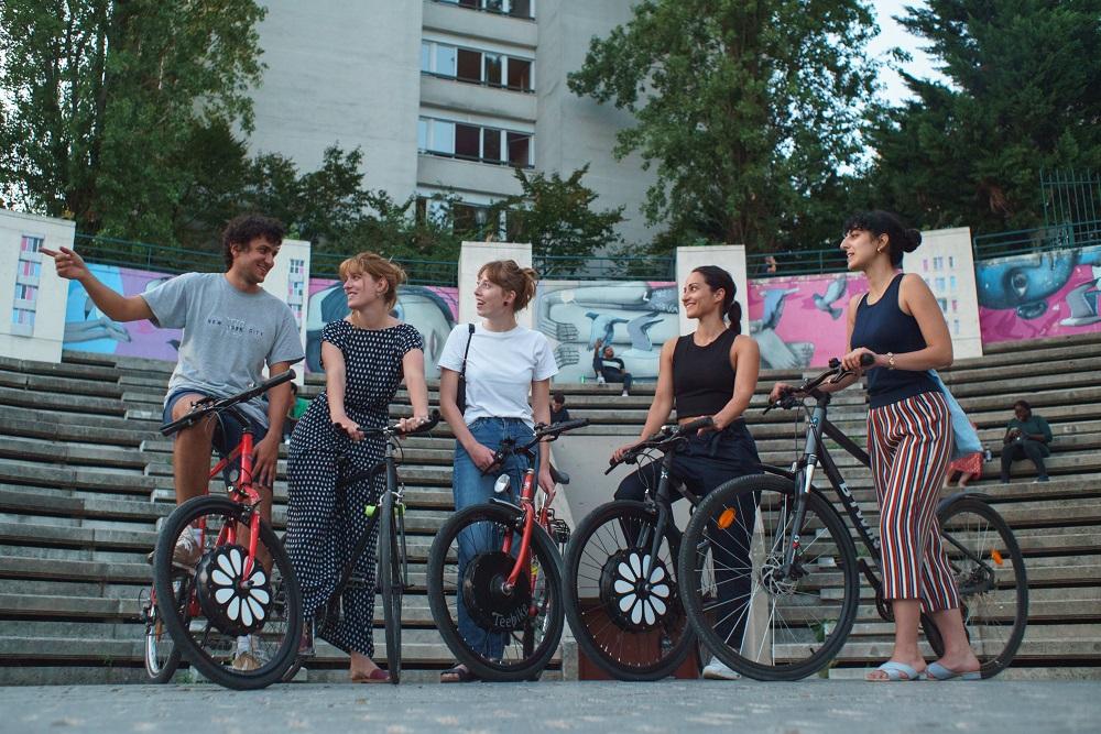 古い自転車が、街の便利な移動手段に変身。フランス生まれの電動タイヤ「Teebike」