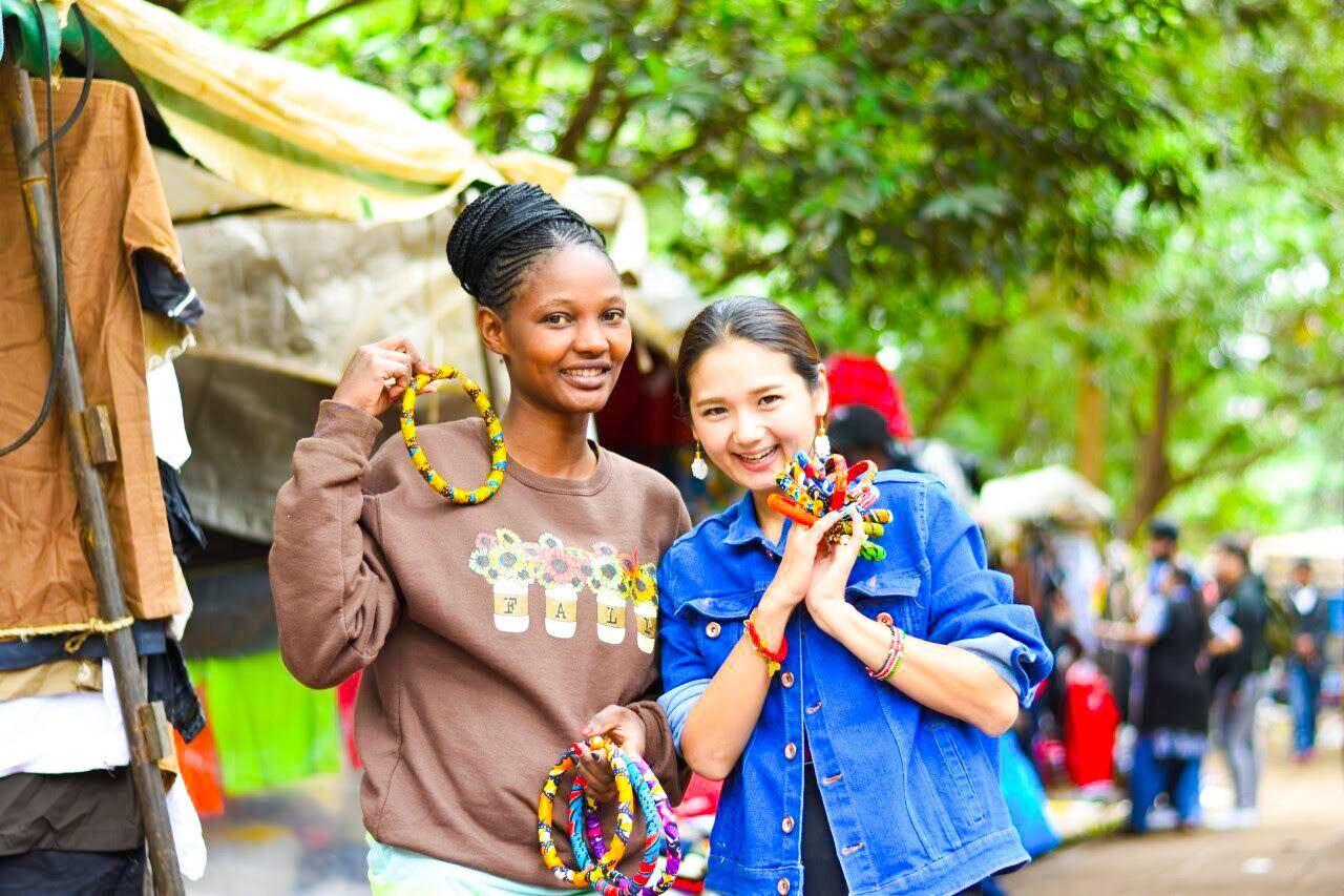 アフリカ布で文化を守り、雇用を生み出す「RAHA KENYA」