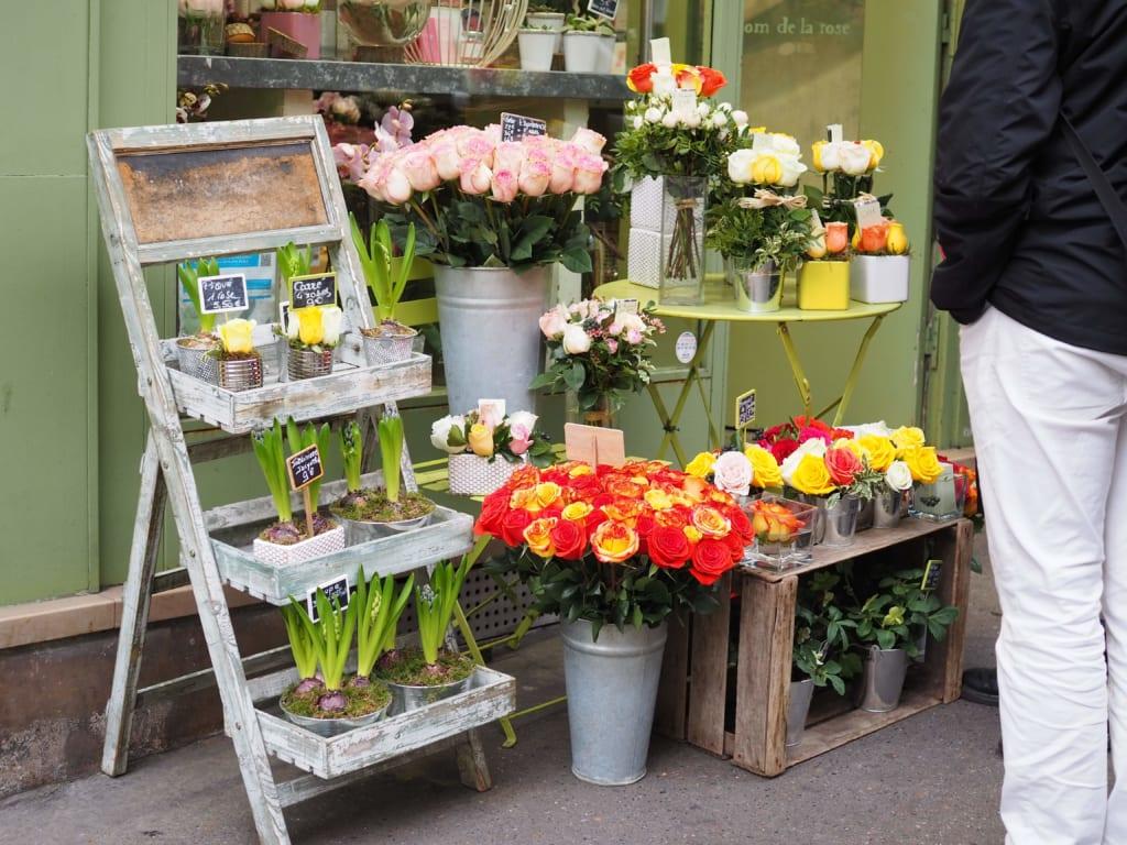 パリの日常に溶け込む花屋
