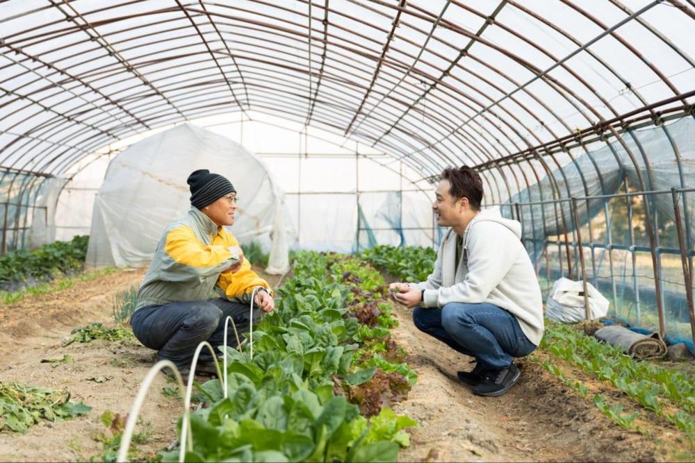 地元のお米農家さん(左)と岩澤シェフ(右)