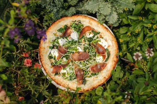 10周年記念のピザ