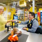 オランダのスーパーで「世間話専用レジ」広がる。コロナによる孤独感を解消へ